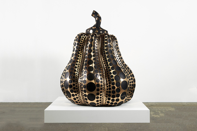 yayoi-kusama-victoria-miro-gallery-sculptures-paintings-mirror-rooms-designboom-06