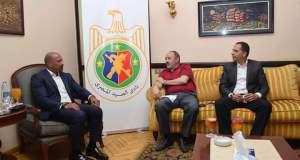 اجتماع رئيس نادى الصيد مع ممثل الشركة المصرية للاتصالات