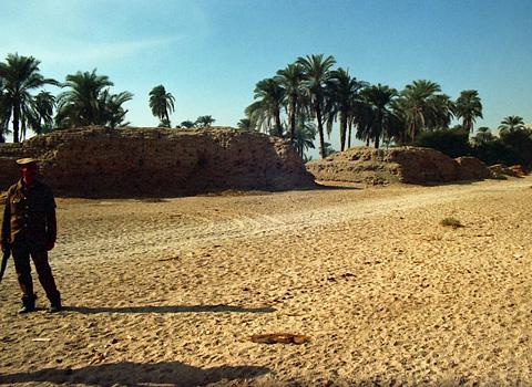 Mudbrick walls of the North Riverside Palace - 'The Qasr'