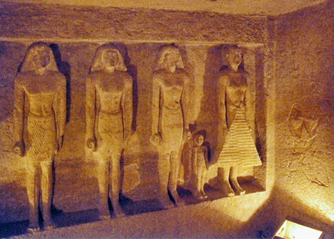 Engaged statues in the tomb of Qar