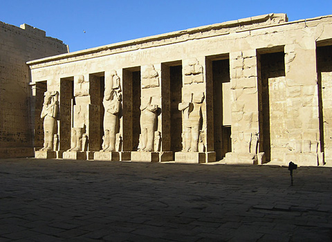 Colossal statues in the First Court