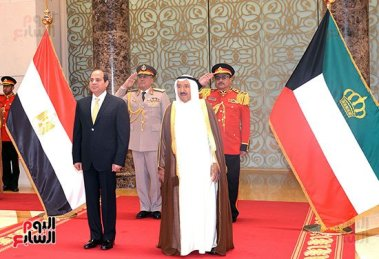 2017-05-07 President El-Sisi received in Kuwait by Emir Al-Sabah with official welcome Youm7