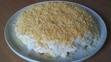 Salat-Mimoza-s-kuricej10