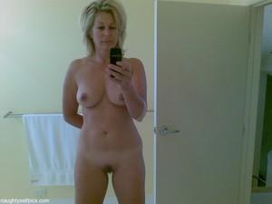 cute girl nude selfie