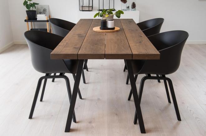 6: Bejse mit spisebord mørkere