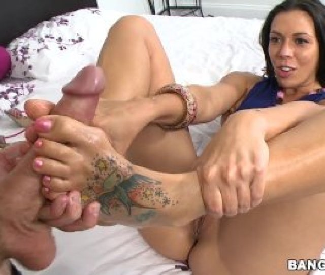 Rachel Starr Working Her Sexy Toes Gives Incredible Footjob Fj9090