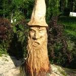 Baumstumpf-Figur mit der Kettensäge geschnitzt