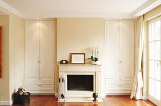 kaminzimmer und einbauschrank im klassischen stil aus massivholz von architekturburo aschaffenburg seligenstadt lohr wohnzimmer