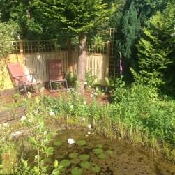 Gartenteich und Sitzecke