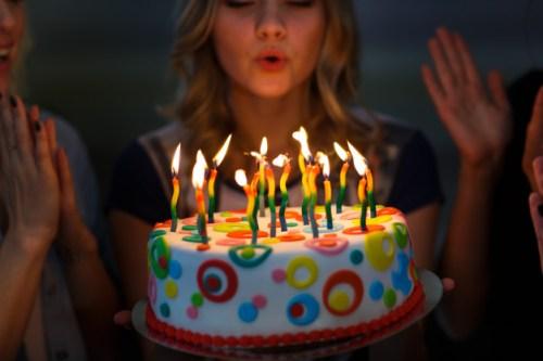 أجمل رسائل عيد ميلاد 2020 مسجات عيد ميلاد جديدة 2020 صور بطاقات تهنئة لاعياد الميلاد سي جي العربية