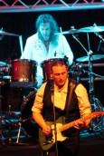 Mathias Berking lieferte als Frontmann der Status Quo Coverband eine tolle Show ab. (Foto: Reiner Züll)