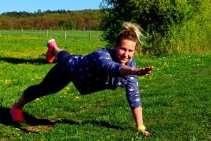Fit wie ein Bundesliga-Turnschuh ist Jessica Kreuzer, die jetzt mit professionellen Trainingsmethoden auch Singles zusammenbringen möchte. Bild: Veranstalter