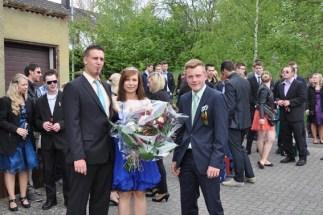 Hötjong Bastian Pütz (rechts) mit dem Maikönisgpaar Andreas Geusen und Anika Bartoly. (Foto: Reiner Züll)