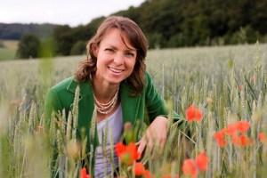 Dr. Anne Katharina Zschocke ist renommierte Expertin für Effektive Mikroorganismen. In ihrem dritten Buch legt sie den Schwerpunkt auf die praktische Anwendung der EM. Bild: Alexandra Kaumanns/Droemer