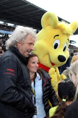 Umschwärmt von seinen Fans: Entertainer Thomas Gottschalk. Bild: Reiner Züll