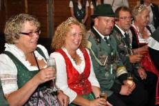 Die Majestäten aus Wahlen und Reifferscheid gönnten sich in der Tanzpause ein Gläschen Sekt. (Foto: Reiner Züll)