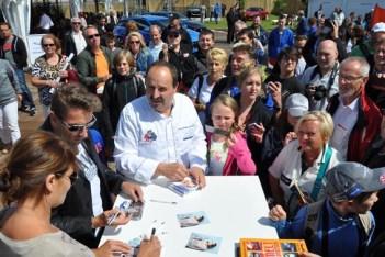 Sternekoch Johann Lafer und die Schauspieler Anja Kling und Mark Keller schrieben fleißig Autogramme. (Foto: Reiner Züll)