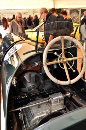 Blick ins Innere eines der alten Rennautos. Bild: Reiner Züll
