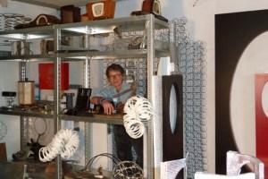 Birgit Sommer freut sich auf die Besucher ihres Ateliers. Bild: Privat