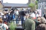 Zahlreiche Kamerateams warten zur Eröffnung gekommen. Bild: Josef Wildenberg