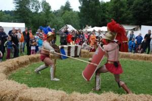 Professionell aufbereitete Gladiatorenkämpfe gehören mit zum Spektakel in Nettersheim. Bild: Gemeinde Nettersheim