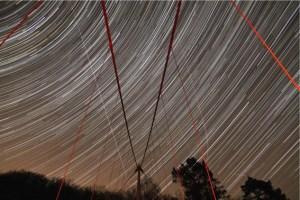 """Sterne ziehen über die Victor-Neels-Brücke. Bild: Astronomie-Werkstatt """"Sterne ohne Grenzen"""""""