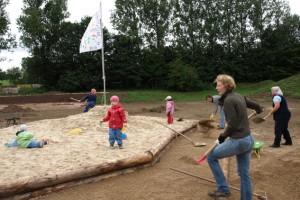 Beim Bau des Generationenparks in Schmidtheim packten die Bürger kräftig mit an und erhielten so einen Zuschuss aus dem LEADER-Programm. Bild: LAG Eifel