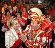 Bei der Eröffnung der Hofburg im Saal Gier ließ sich Prinz Hans II. (Lambert) nicht zweimal bitten, mit Prinzessin Gabi I. einen flotten Tanz aufs Parkett zu legen. Foto: Reiner Züll