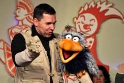 Freche Sprüche bekamen die Sitzungsbesucher von Bauchredner Marcus Magnus und dem frechen Vogel Charly zu hören. (Foto: Reiner Züll)