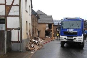 Im Kreis Düren half das THW Schleiden beim Abstützen eines Wohnhauses. Bild: Daniel Schwarzer
