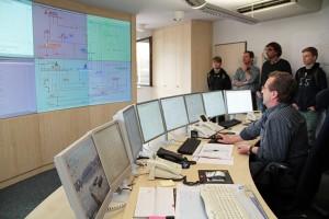 In der Netzwarte der Energie Nordeifel fließen alle netztechnisch relevanten Daten zusammen. Von hier aus wird auch die Behebung von Netzstörungen koordiniert. Bild: Michael Thalken/Eifeler Presse Agentur/epa