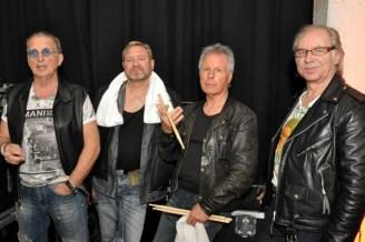 Die Rattles vor dem Auftritt hinter der Bühne. Foto: Reiner Züll