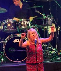 Die Leadsängerin der schottischen Band, Lorna Bannon, gehört zu den Spitzenkünstlerinnen in Schottland. Sie musizierte schon mit Elton John. Foto: Reiner Züll