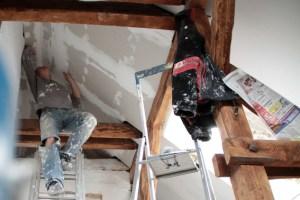 """Bevor saniert wird, kann man sich beim """"Sanierungstreff Kreis Euskirchen"""" die passenden Tipps gegen lassen. Bild: Thalken/epa"""