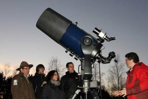 """Ein Bestandteil der Angebote ist das Programm der Astronomie-Werkstatt """"Sterne ohne Grenzen"""" in Vogelsang IP. Dabei lernen Interessierte, fachkundig angeleitet und inszeniert vom Kölner Astronom Harald Bardenhagen, den Nachthimmel und die Sternbilder kennen. Bild: Nordeifel Touristik"""