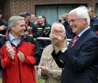 Beifall für die Leistung der Jugendlichen. Von links: Bürgermeister Udo Meister (Schleiden), Feuerwehr-Sachbearbeuter Alois Poth (Kall) und Bürgermeister Herbert Radermacher. Foto: Reiner Züll