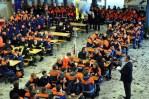 In der Aula der Kaller Hauptschule begrüßte Landrat Günter Rosenke den nordrhein-westfälischen Feuerwehrnachwuchs. Foto: Reiner Züll