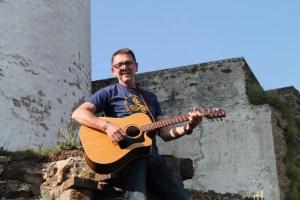 Der Singer-Songwriter Georg Kaiser gastiert an der Burg Reifferscheid. Bild: Marita Rauchberger
