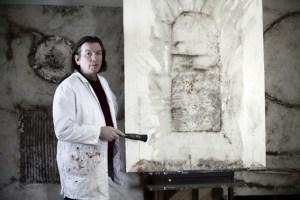 Fritz Thiel in seinem Atelier. Das FFK zeigt jetzt einige seiner Arbeiten. Bild: FreiesForumKronenburg e.V