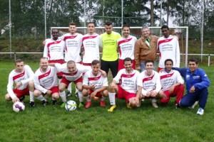 Fußball verbindet: Bei der SG Oleftal nehmen Flüchtlinge seit Wochen am Fußballtraining teil. Bild: SG Oleftal