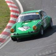 Im 44 Jahre alten Porsche 911 S startete der Kommerner Ingo Pütz freitags gemeinsam mit dem Mexikaner Pedro Sanchez bei der Nürburgring-Trophy. Foto: Reiner Züll