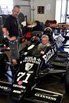 Nicht nur die ehemaligen Formel-1-Renner sind in die Jahr gekommen, sondern auch die Piloten, die die Fahrzeuge heute in der historischen Meisterchaft steuern. Foto: Reiner Züll