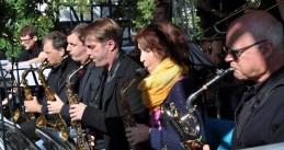 Die Bigband der Euskirchener Marienschule eröffnete das Bühnenprogramm. Foto: Reiner Züll