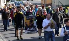 Auch das Poster des beliebten Postzustellers wurde im Festzug mit zum Bürgerhaus getragen. Foto: Reiner Züll