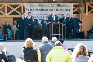 """Friedensgrüße von sieben verschiedenen Religionen gab es bei der """"Feier der Religionen"""" auf dem """"Eifelfestival der Kulturen"""". Bild: Tameer Gunnar Eden/Eifeler Presse Agentur/epa"""