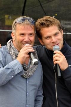 """Eine echte Premiere: Uwe Reetz (rechts) und Julian Heldt sangen Helene Fichers """"Atemlos"""" im Duett. Foto: Reiner Züll"""