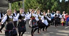 """Demonstrierten Lebenslust pur: Die Tänzerinnen der serbiaschen Folklore-Formation """"Kolo & Zoro"""". Foto: Reiner Züll"""