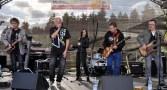 Flieger-Frontman Philip Magoo gab bei der Gewerbeschau auf der Hilfsgruppen-Bühne so richtig Vollgas. Foto: Reiner Züll