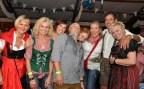 Männlein und Weiblein feierten in Lorbach ausgelassen. Foto: Reiner Züll