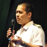 Dirigent Timor Oliver Chadik erwies sich im Kulturkino Vogelsang auch als versierter Moderator. Foto: Reiner Züll